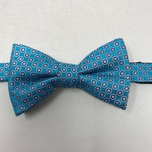 Stafford Bow Tie Circles